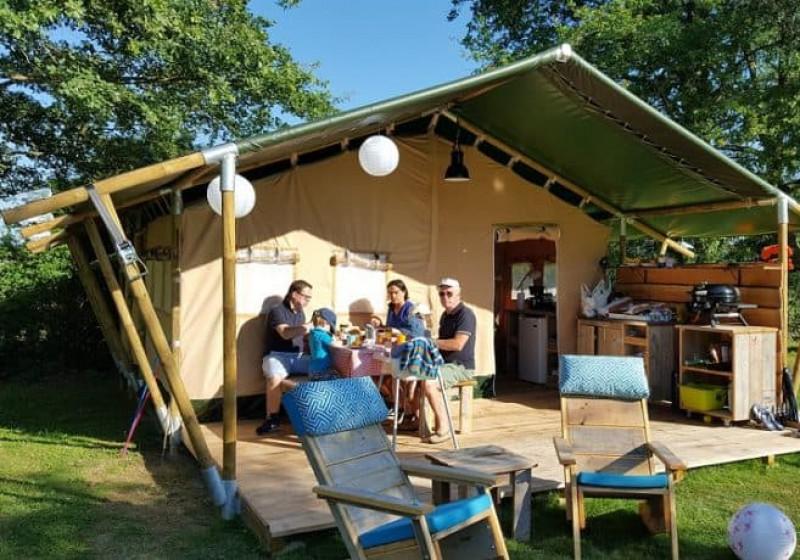 Lodge tent esterno persone